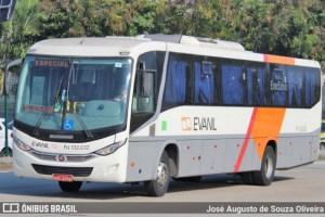 Rio: Ônibus da Evanil tomba na Linha Vermelha e causa intenso congestionamento nesta manhã de quinta-feira