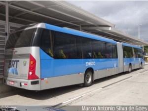 Vídeo: Rio amanhece com filas e lotação em ônibus e estações do BRT