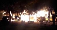 Vídeo: Micro-ônibus escolares são destruídos por um incêndio no interior do Maranhão