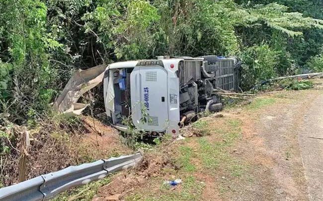 Ônibus tomba e deixa 13 pessoas mortas no Vietnã neste domingo
