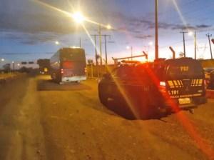 Vídeo: PRF Apreende contrabando, entorpecente e armamento em ônibus na BR-010
