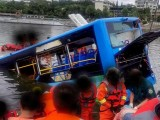 Acidente com ônibus deixa 21 mortos em lago no sudoeste da China