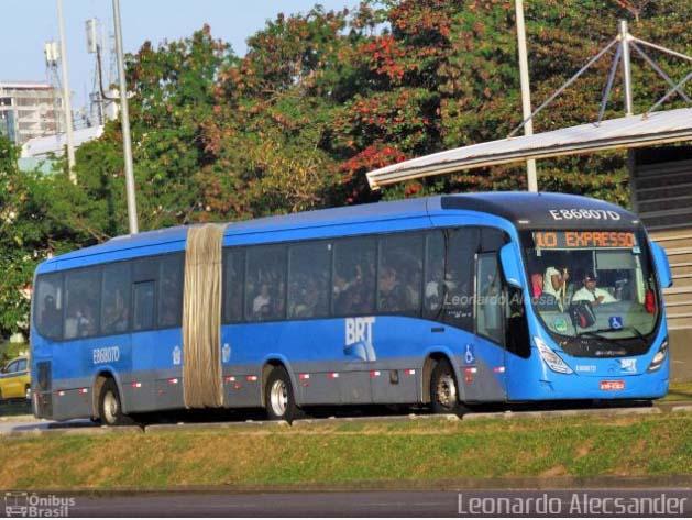 Vídeo: Circulação de ônibus do BRT Rio segue com lotação acima do permitido