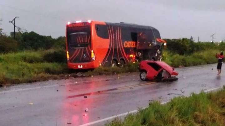 AL: Acidente entre ônibus e carro deixa um morto na BR-101