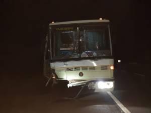 PR: Colisão entre carro e ônibus de turismo deixa três mortos na BR-376