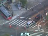 São Paulo: Acidente envolvendo micro-ônibus, carro e uma kombi deixa um ferido na Zona Leste