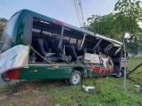 AM: Acidente com micro-ônibus e carreta deixa 12 feridos na rodovia AM-010