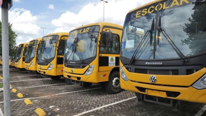 Porto Velho: Prefeitura faz revisão periódica dos novos ônibus guardados no pátio do shopping