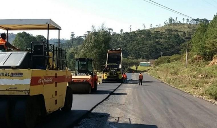 RS: Daer executa pavimentação da ERS-020, na região dos Campos de Cima da Serra
