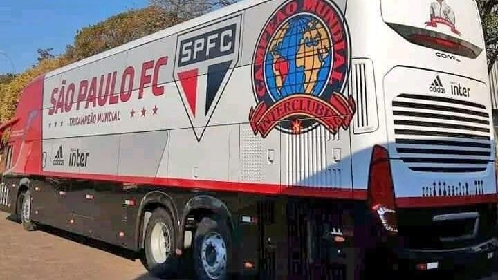 Ônibus Comil Double Deck do São Paulo FC está pronto. Confira as imagens
