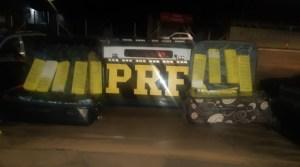 PRF apreende 2 pessoas que transportavam entorpecentes em ônibus na BR-364