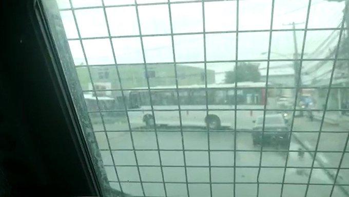 Rio: Ônibus é usado como barricada em operação da Polícia Civil no bairro de Bangu