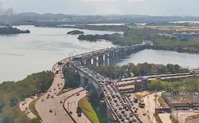 Rio: Linha Vermelha apresenta lentidão no sentido Baixada nesta tarde