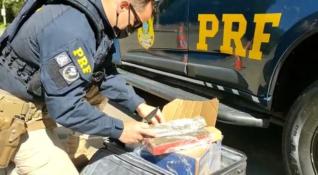 Vídeo: PRF prende mulher com 20 quilos de entorpecentes em Santa Maria