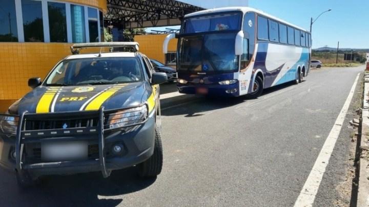 Vídeo: PRF apreende ônibus na BR-343 com adulterações em Piripiri