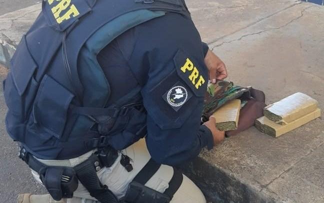 MG: PRF prende Idosa de 65 anos transportando entorpecente dentro de ônibus em Patos de Minas