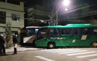 RJ: Acidente entre ônibus deixa dois feridos em Resende nesta terça-feira