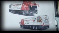 Vídeo: Torcedores do São Paulo FC escolhem novo ônibus do time em votação na internet