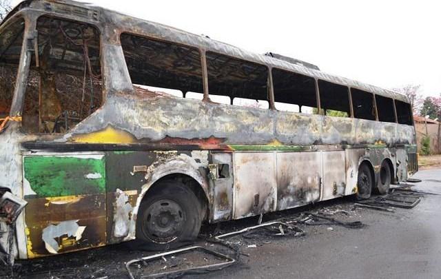 SP: Quatro ônibus acabaram sendo destruídos em Matão