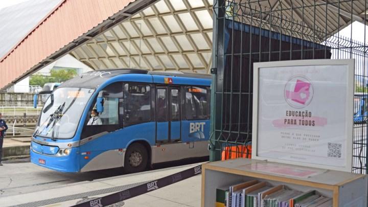 Rio: Projeto Livro a Livro já distribuiu mil livros no Terminal Alvorada