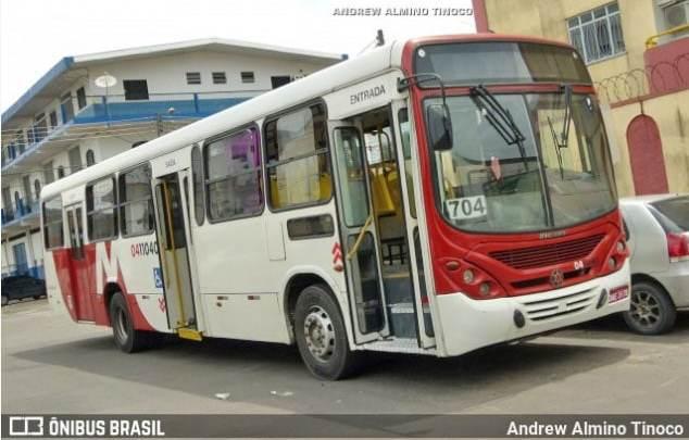 Vídeo: Ônibus pega fogo na Zona Sul de Manaus nesta terça-feira