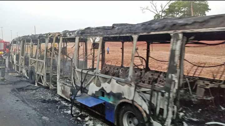 GO: Ônibus articulado é incendiado em Senador Canedo