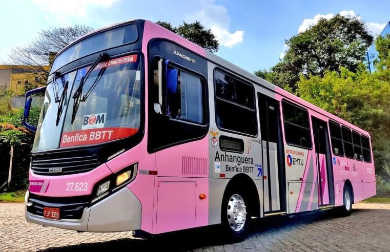 São Paulo: Ônibus da EMTU são adesivados para a campanha Outubro Rosa