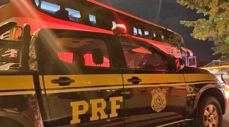 DF: PRF prende homem embriagado que estava agredindo idoso em ônibus da Expresso União