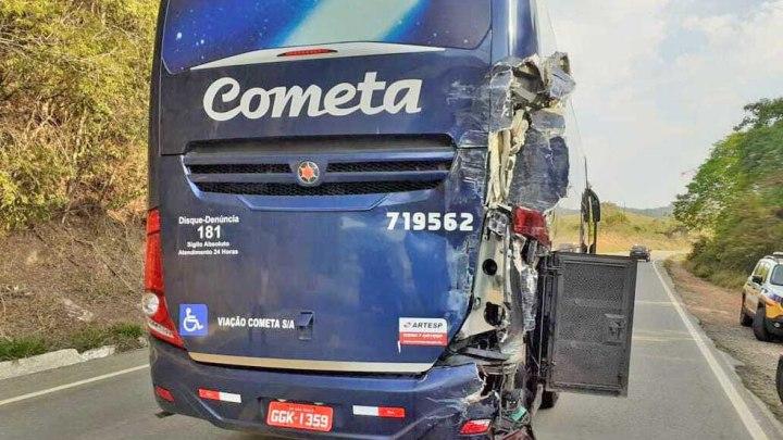 MG: Acidente entre caminhão e ônibus da Viação Cometa deixa um ferido em Soledade De Minas