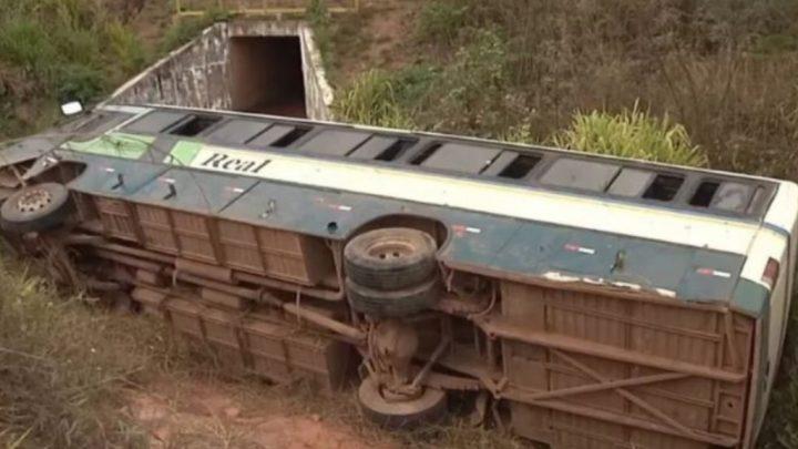 MA: Ônibus tomba na rodovia MA-019 deixando vários feridos