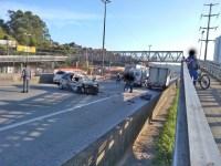 SP: Acidente acaba interditando a rodovia Régis Bittencourt em Embu das Artes nesta manhã