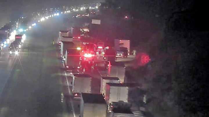 SP: Acidente em Atibaia deixa Rodovia D. Pedro I com 10km de congestionamento