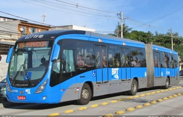 BRT Rio começa a semana com ônibus lotados e muitas reclamações