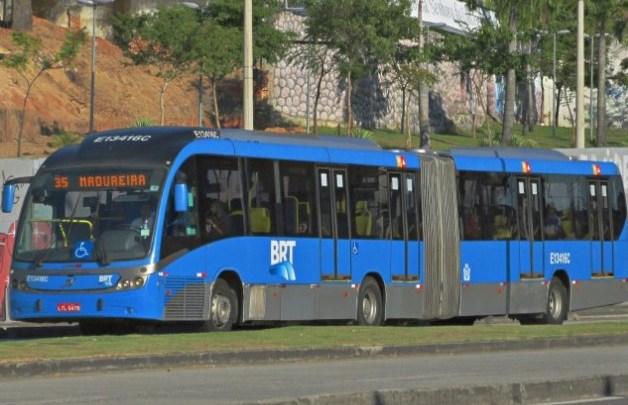 Vídeo: Circulação de ônibus em Madureira é interrompida devido protesto e tiroteio. Clima é tenso na região