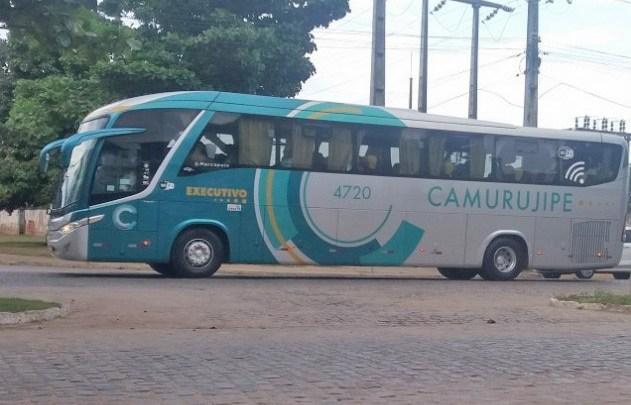 BA: Homem acaba preso após danificar um ônibus da Auto Viação Camurujipe