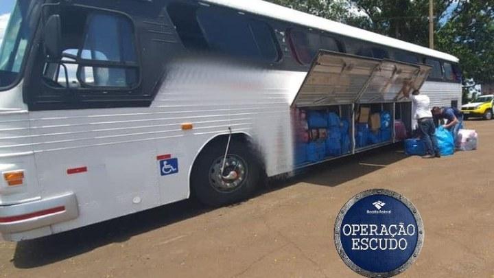 Operação conjunta retém oito ônibus com mercadorias no oeste do Paraná