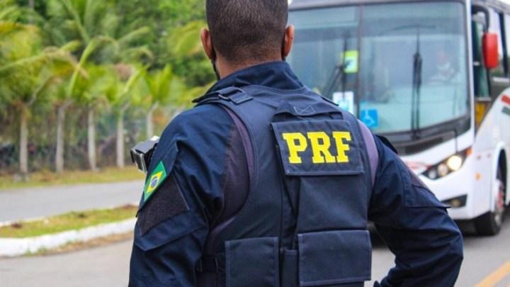 BA: PRF prende homem logo após assaltar um ônibus na BR-324