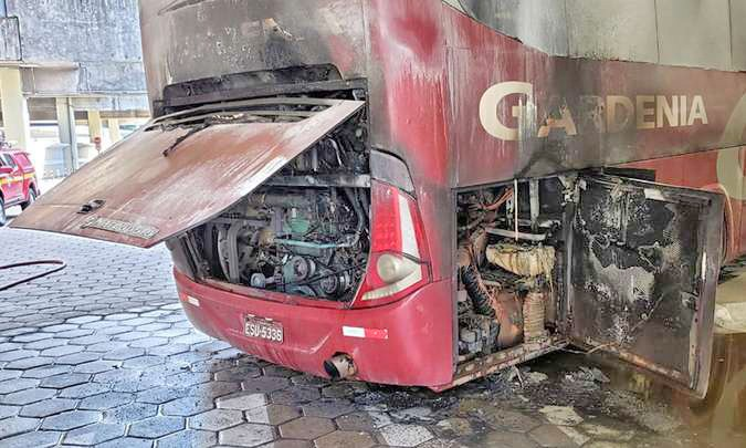 Vídeo: Ônibus da Gardenia pega fogo dentro da Rodoviária de Belo Horizonte