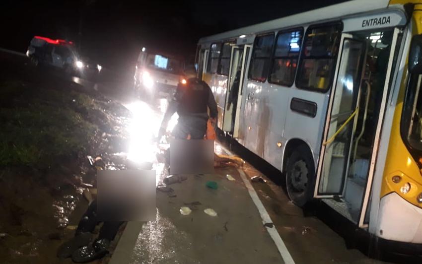 Manaus: Passageiros de ônibus reagem a assalto e mata bandido na zona leste