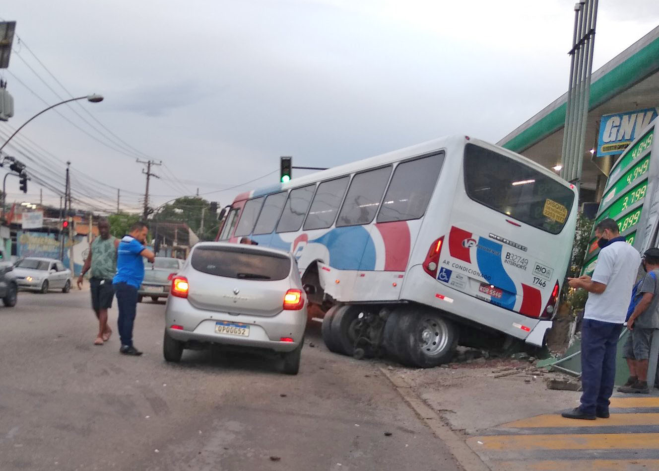 Vídeo: Ônibus da Viação Pavunense perde o eixo traseiro na Zona Norte do Rio de Janeiro