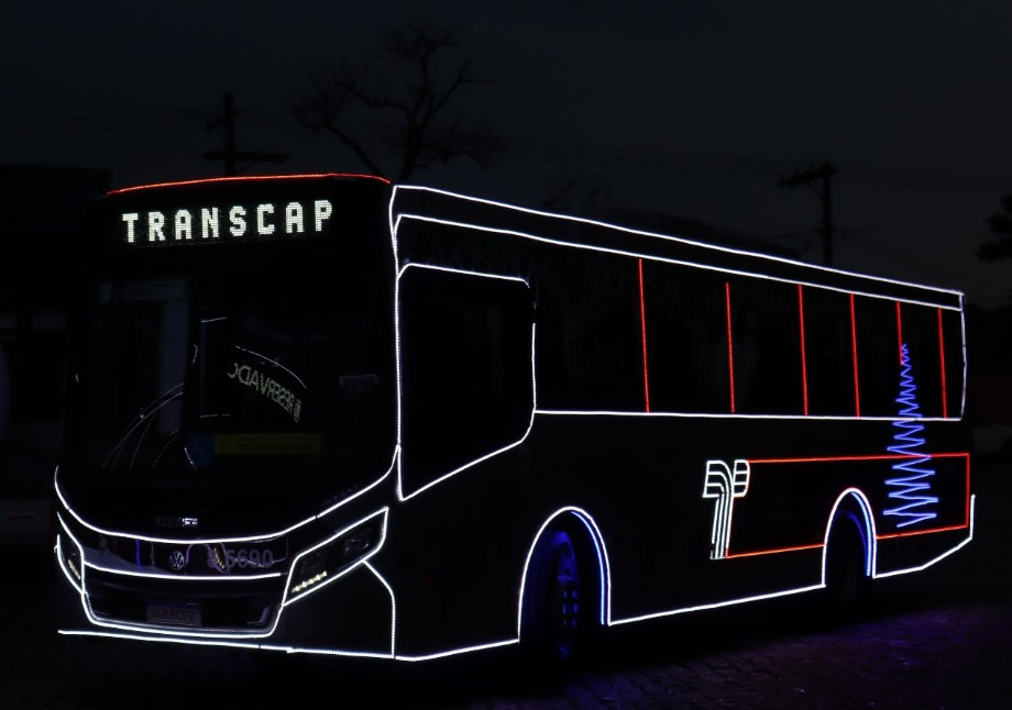 São Paulo: Auto Viação Transcap inicia operação com ônibus iluminado de natal