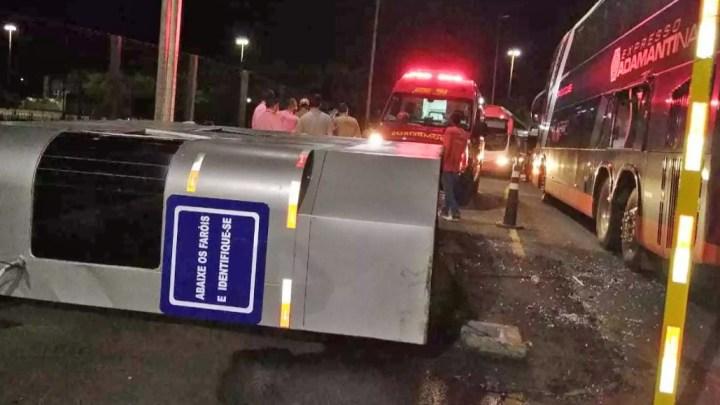 MS: Ônibus derruba cabine na Rodoviária de Campo Grande pela segunda vez