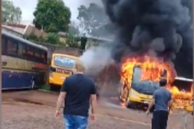 PR: Campo Belo registra incêndio em ônibus escolares neste domingo