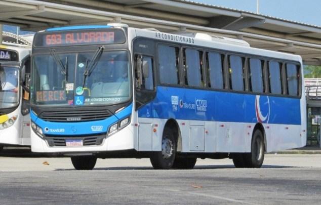 Vídeo: Motorista da Viação Transurb recebe presente de natal de passageiros no Rio