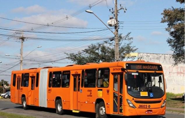 Curitiba: Acidente entre moto e ônibus articulado deixa um morto no bairro Rebouças