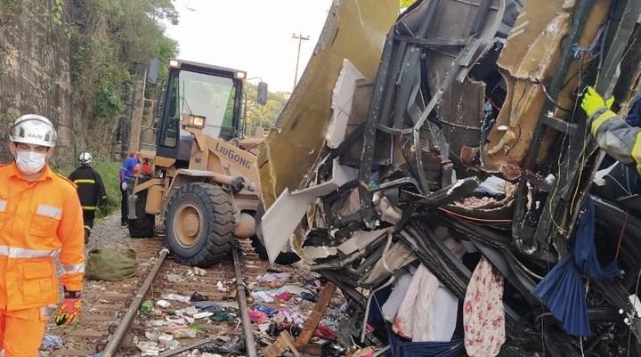 MG: Sobe para 18 o número de mortos no acidente com ônibus em João Monlevade