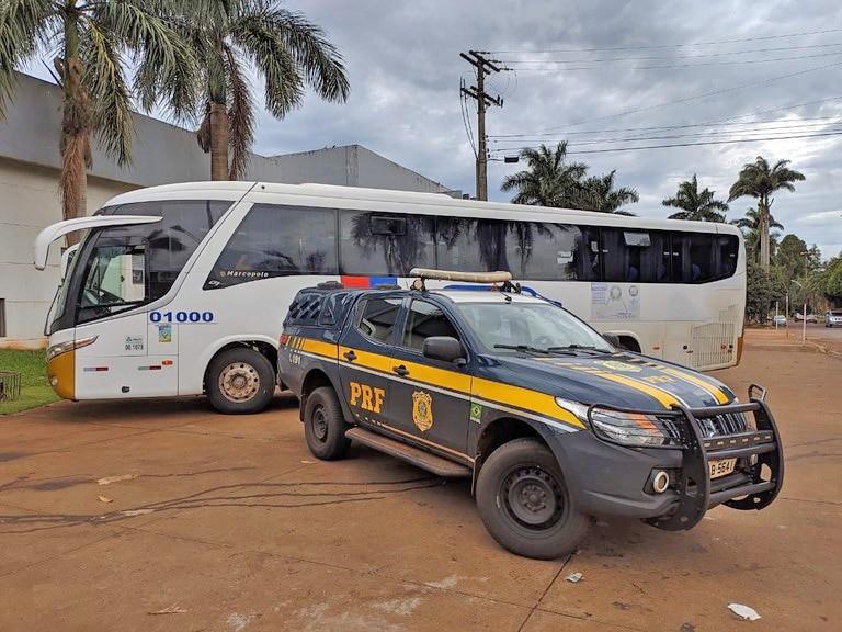 MS: PRF intercepta ônibus com bolivianos em situação irregular na BR-163 em Dourados