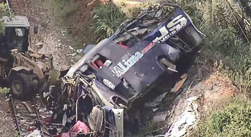 MG: Ônibus cai de ponte em João Monlevade e deixa ao menos 14 mortos e 26 diversos feridos na BR-381