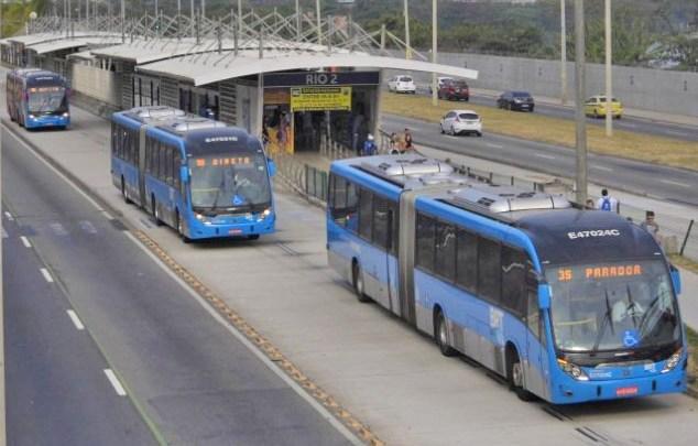 Vídeo: Rio teve fim de semana de sol e problemas no BRT