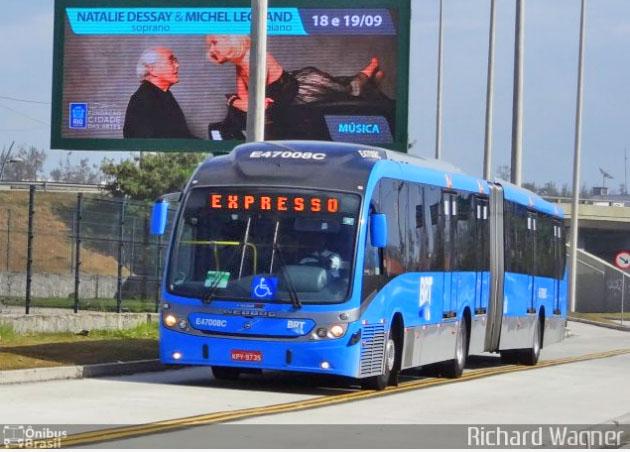Vídeo: Ônibus do BRT Rio surge saltando de quebra-mola na Zona Norte em alta velocidade